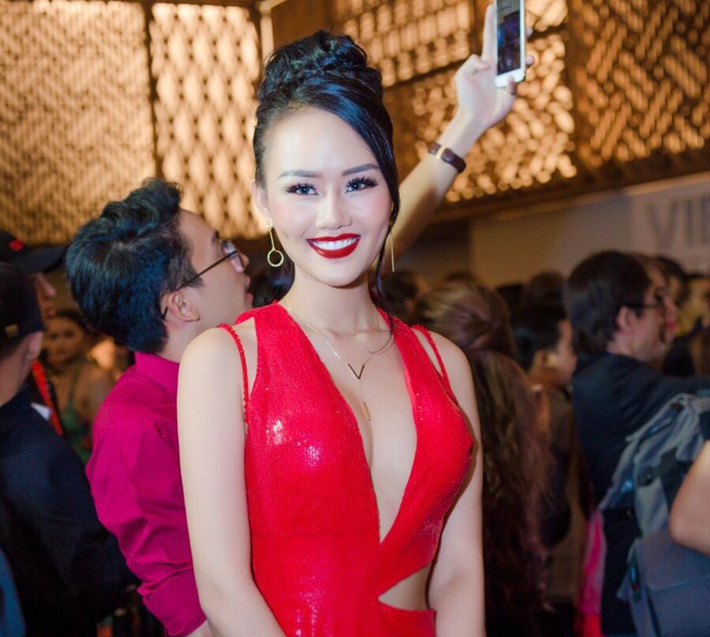 Á hậu Lâm Thùy Anh đọ dáng sexy cùng Vũ Ngọc Anh trên thảm đỏ