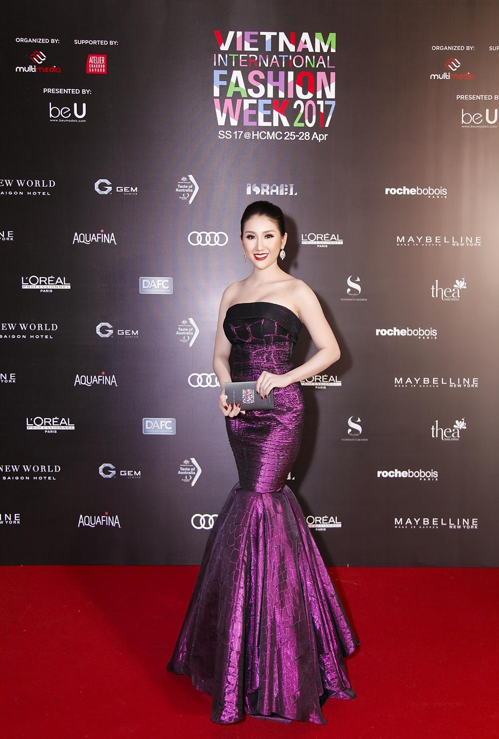 Bảo Như khoe vóc dáng yêu kiều khi tham dự Tuần lễ thời trang