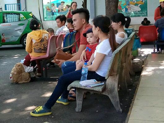 TPHCM nắng nóng kéo dài: trẻ ồ ạt nhập viện