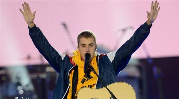 """Choáng váng với những """"yêu sách trên trời"""" chỉ Justin Bieber mới dám"""