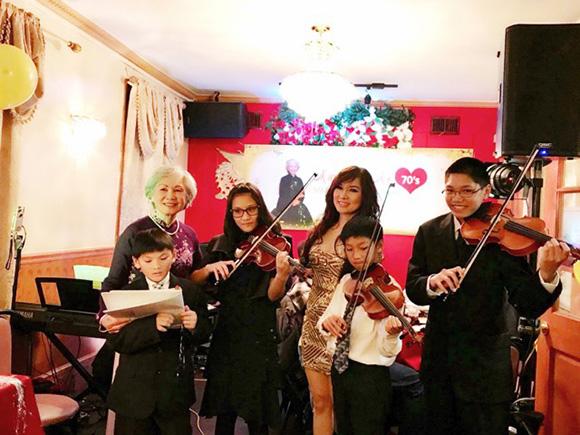 Đãi tiệc sinh nhật mẹ, ca sĩ Kavie Trần- Mong mẹ luôn viên mãn, hạnh phúc bên con cháu