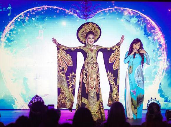 Mặc dư luận khen chê, tân hoa hậu Phi Thanh Vân hội ngộ ca sĩ Kavie Trần tại Florida- Hoa Kỳ