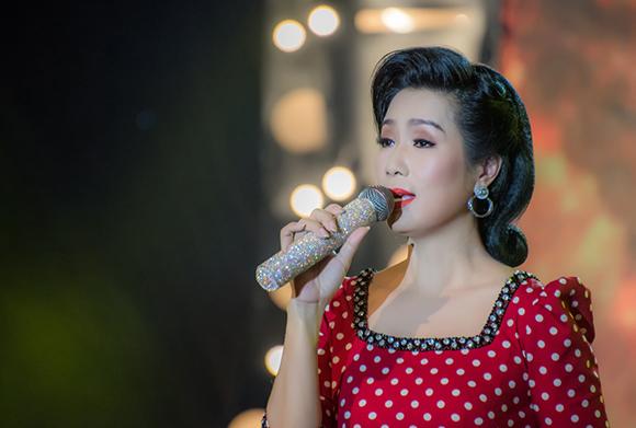 Trịnh Kim Chi chọn trang phục Brian Võ trong buổi ghi hình dòng nhạc Bolero