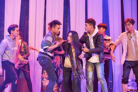 Trịnh Kim Chi ra mắt vở diễn với màu sắc ma mị 'Thầy giáo ma'