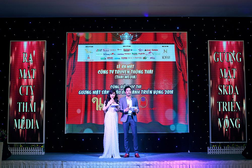 Lối dẫn hoạt ngôn, ăn ý Kavie Trần và Đoàn Thanh Tài cùng tung hứng trên sân khấu sự kiện