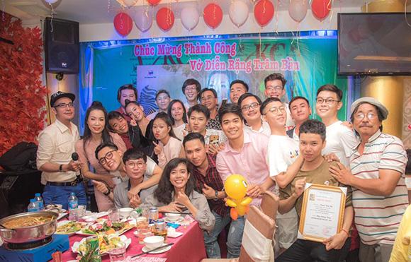 Dàn nghệ sĩ đến chung vui cùng Trịnh Kim Chi sau thành công của Rặng Trâm Bầu