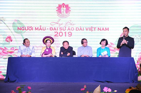 NTK Việt Hùng hạnh phúc vì dự án Cuộc thi Người mẫu - Đại sứ áo dài Việt Nam đã thành hiện thực