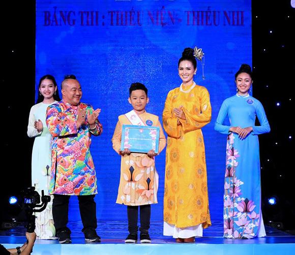 Nữ sinh 13 tuổi Vũ Trần Bảo Nguyên đăng quang Gương mặt Đại sứ áo dài VN bảng Thiếu niên- Thiếu nhi