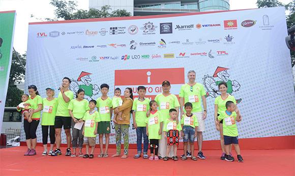 Đông đảo nghệ sĩ Việt tham gia Cuộc chạy bộ gây quỹ từ thiện TURKEY DASH – I RUN TO GIVE SMILES 2019