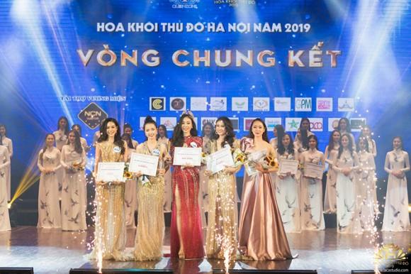 Vương  miện 1,2 tỷ đồng và nhan sắc vạn người mê của Tân Hoa khôi Thủ Đô Hà Nội.