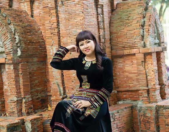 Phong cách tươi mới gây thương nhớ trong loạt ảnh  đón Xuân của CEO Hồ Thanh Hương.