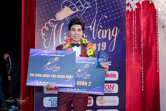 """MC Vinh Quang – Từ giảng viên đại học đến nghề cầm mic và danh hiệu Á quân của """"Tôi là người dẫn chương trình – Micro vàng 2019"""""""
