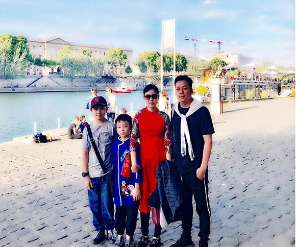 Ca sĩ Lưu Thiên Ân cùng và bà xã Phan Tường Loan kỉ niệm 17 năm ngày cưới bằng bộ ảnh vàng son