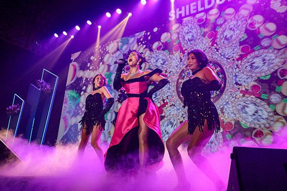 """Ca sĩ Bằng Kiều và Phương Vy Idol trình diễn """"đầy lửa"""" tại sự kiện ra mắt sản phẩm mới của Hush & Hush"""