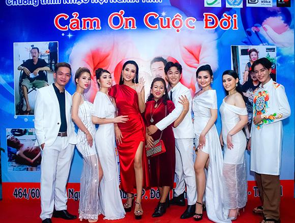 HLV Huỳnh Thi dẫn team Người Mẫu Toàn Năng tham gia sự kiện