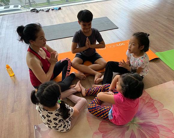 Cô giáo HLV Yoga Pilates Đỗ Diễm Chi mang sứ mệnh vì sức khỏe cho các em thiếu nhi.